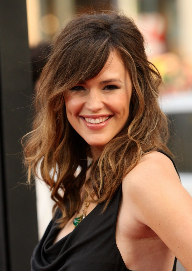 curly-hairstyle-with-bangs-15