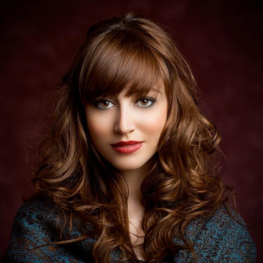 curly-hairstyle-with-bangs-21