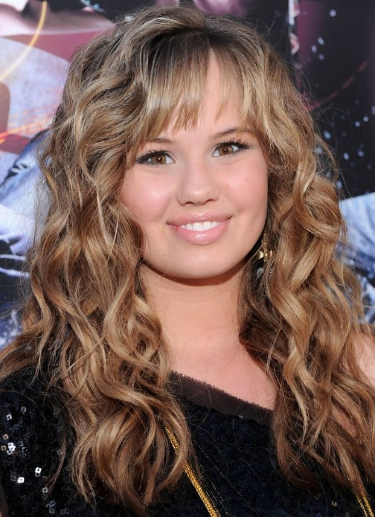 curly-hairstyle-with-bangs-22