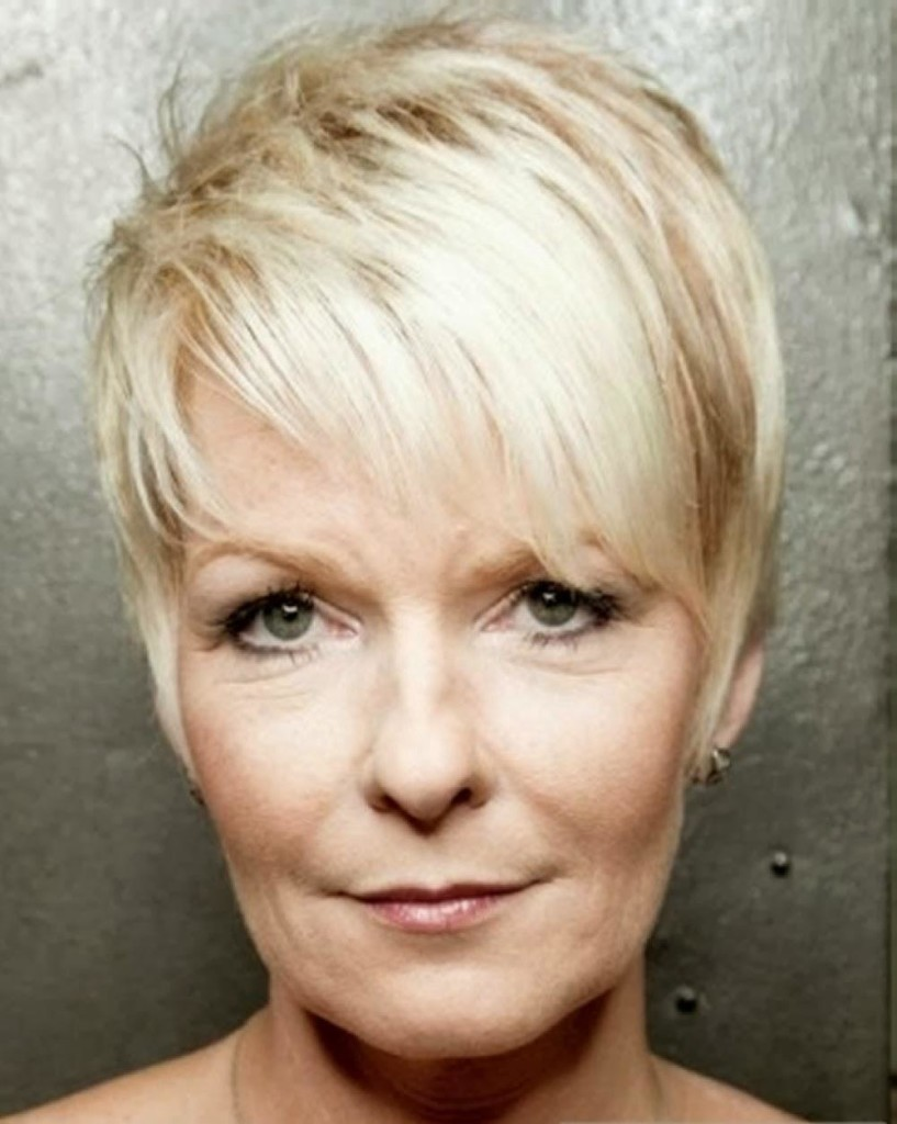 easy-hairstyles-for-women-over-50-11