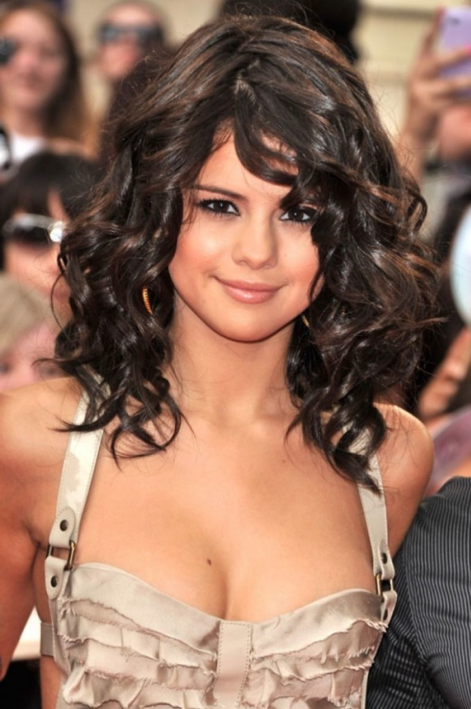 hairstyles-for-short-curly-hair-with-bangs-11