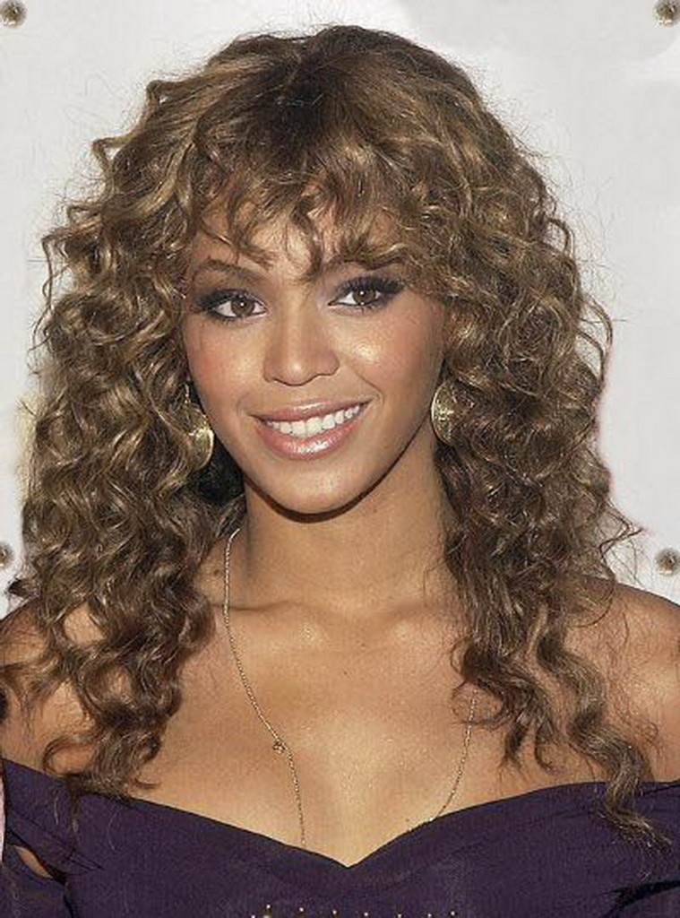 hairstyles-for-short-curly-hair-with-bangs-17