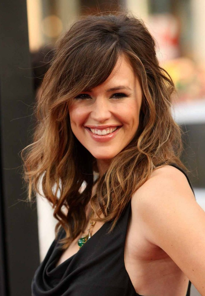 hairstyles-for-thin-curly-hair-13