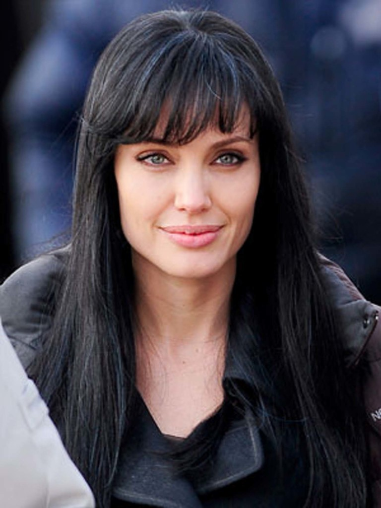 long-black-hairstyles-with-bangs-18