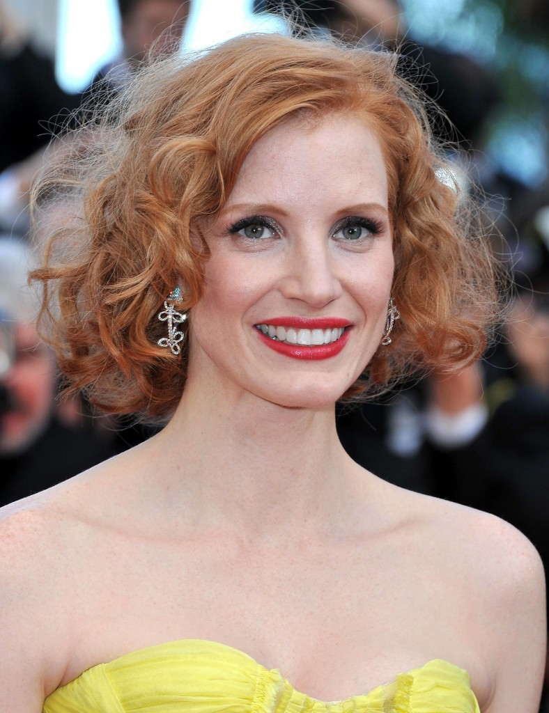 11 Simple, chic short curly hair for woman in her 40s and
