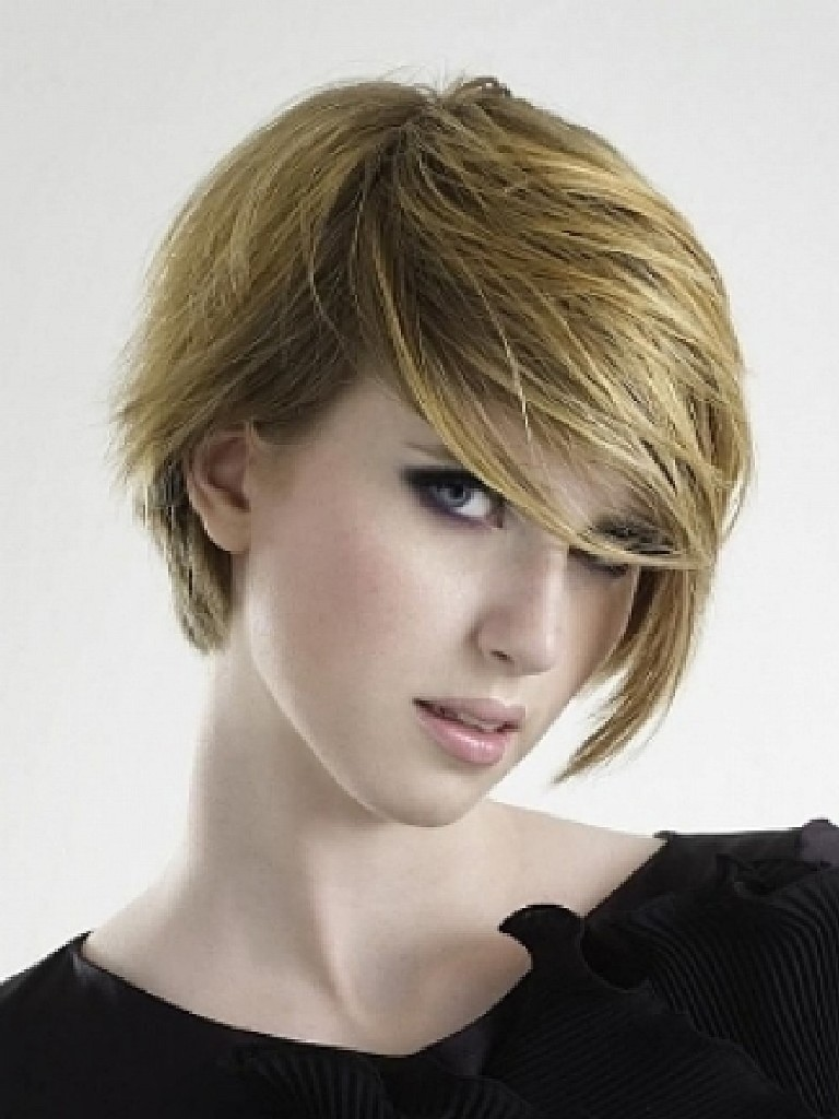 short-hairstyles-with-long-bangs-24