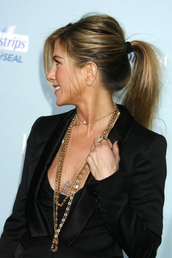 "Actress Jennifer Aniston arrives at the Los Angeles Premiere of the ""He's Just Not That Into You"" at Grauman's Chinese Theatre on February 2, 2009 in Los Angeles, California. ""He's Just Not That Into You"" Los Angeles Premiere - Arrivals Grauman's Chinese Theatre Los Angeles, CA United States February 2, 2009 Photo by Jeffrey Mayer/WireImage.com To license this image (16520250), contact WireImage.com"