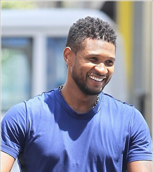 August 3, 2011: Usher Raymond takes his sons, Usher V (Cinco) and Naviyd, for a stroll through New York City this afternoon. Credit: INFphoto.com Ref: infusny-131/155