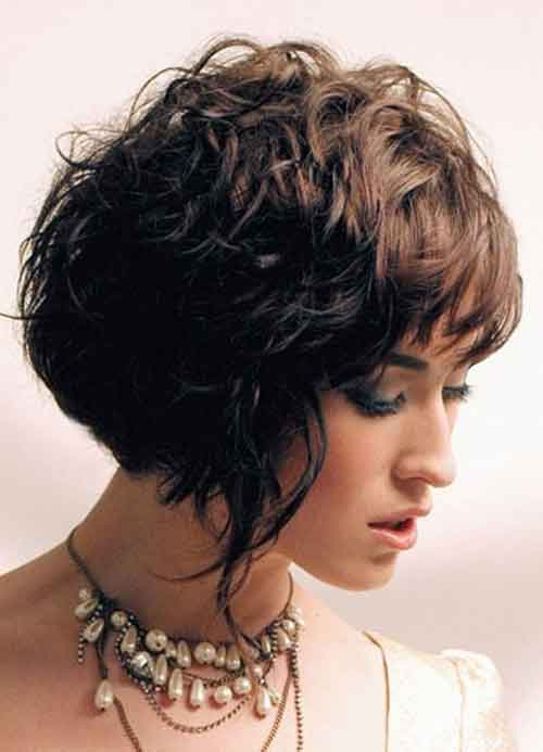 Hairstyles for Short Curly Hair Ideas You Can Try 4