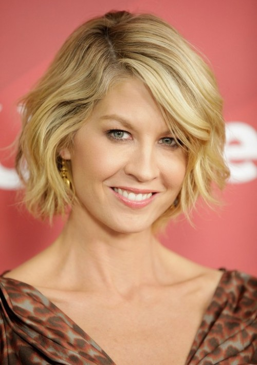 Hairstyles for Short Curly Hair Ideas You Can Try 5