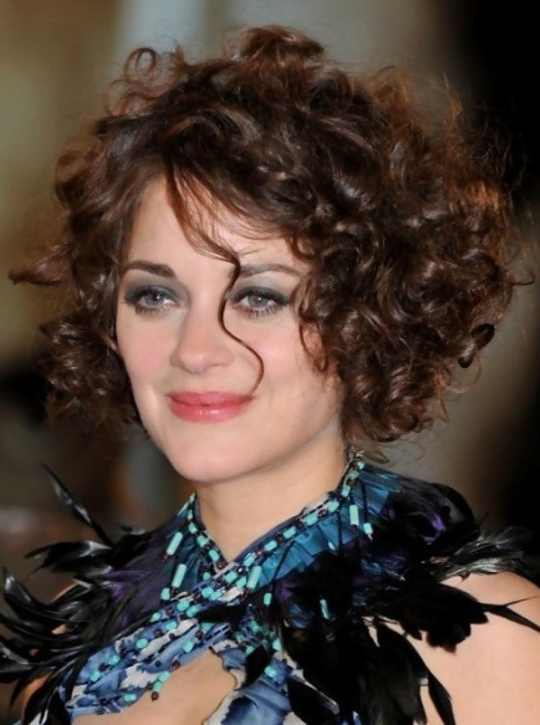 best hairstyles for thin curly hair - 12