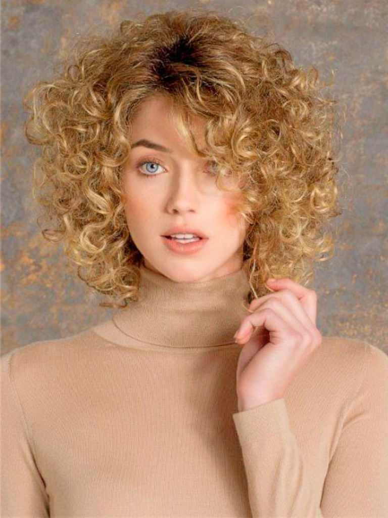 best hairstyles for thin curly hair - 16