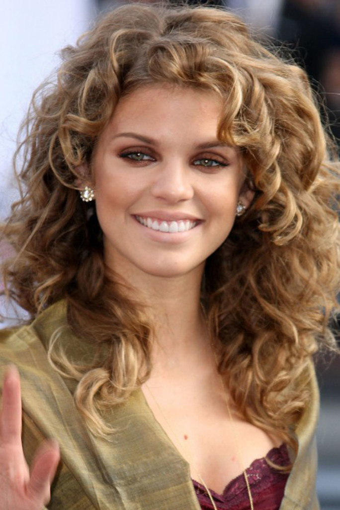 best hairstyles for thin curly hair - 24