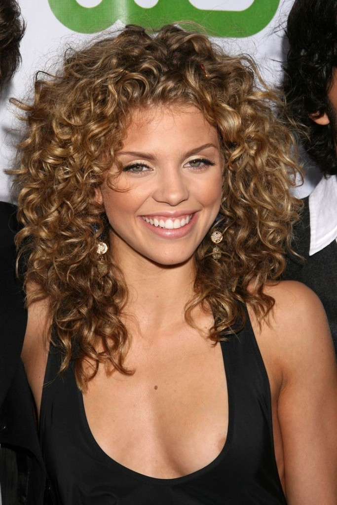 best hairstyles for thin curly hair - 26