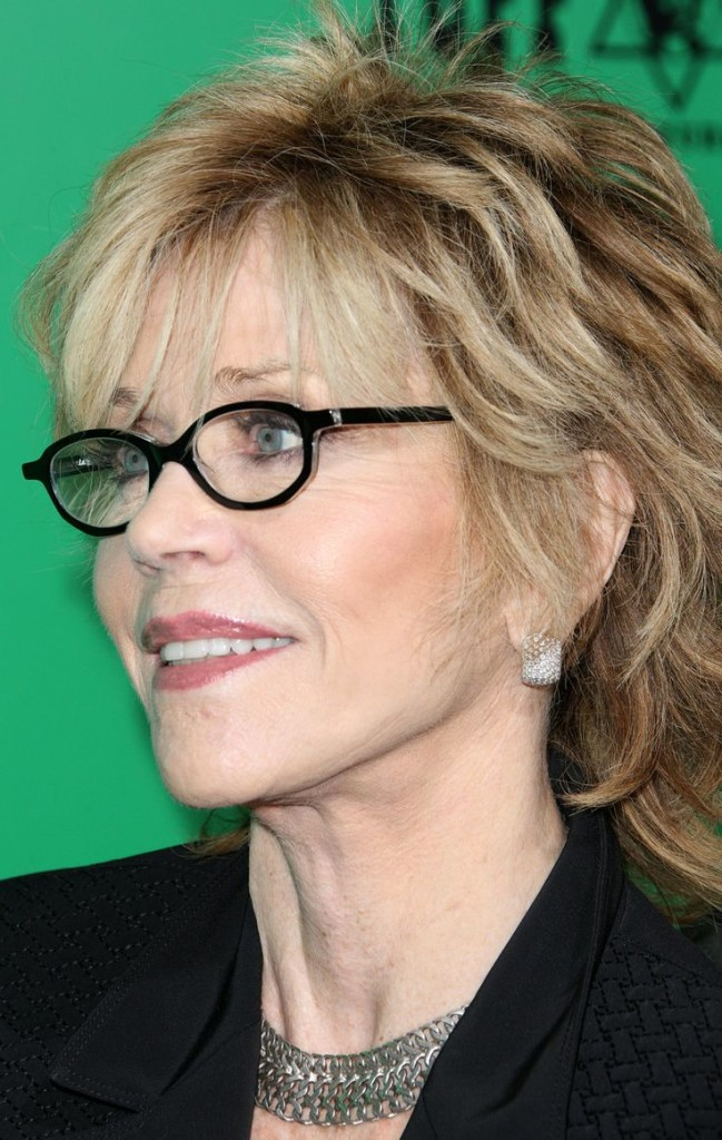 best-hairstyles-for-women-over-50-with-glasses-13