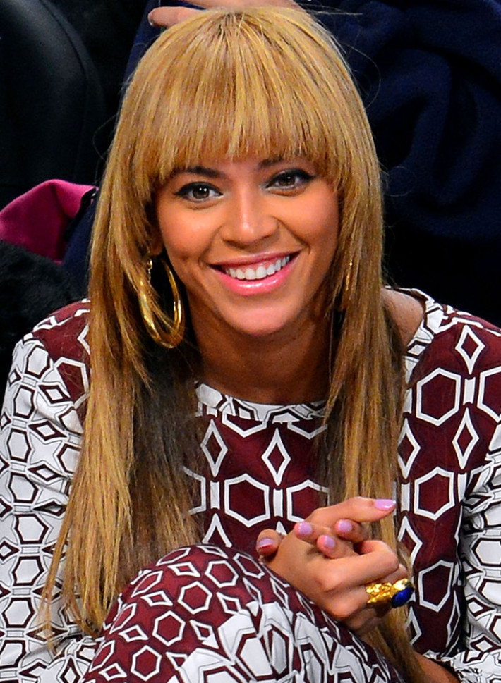 celebrity hairstyles with bangs - 12