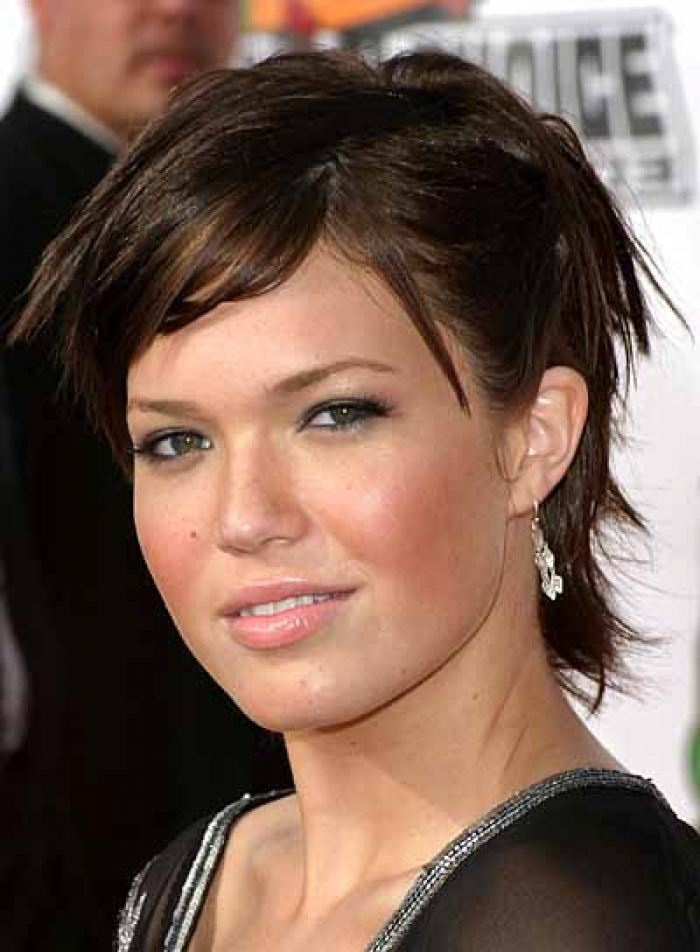 Cool 8 Outstanding Hairstyles For Round Long And Fat Faces Hairstyles Short Hairstyles Gunalazisus