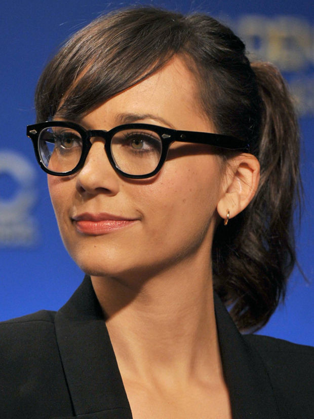 hairstyles-with-bangs-and-glasses-18