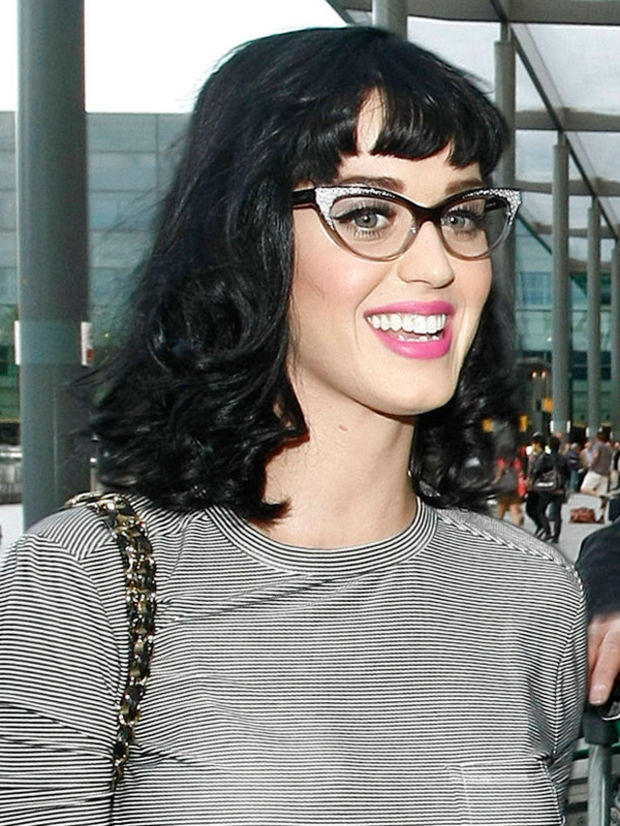 hairstyles-with-bangs-and-glasses-19