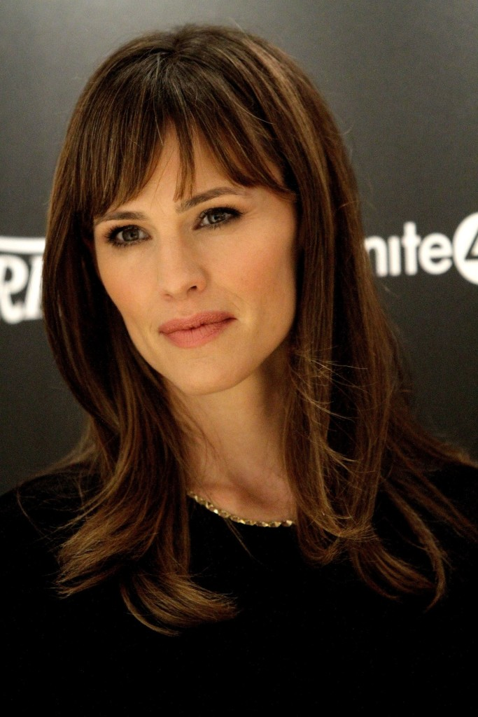 15 Jennifer Garner Hairstyles With Bangs Tips From Her Own