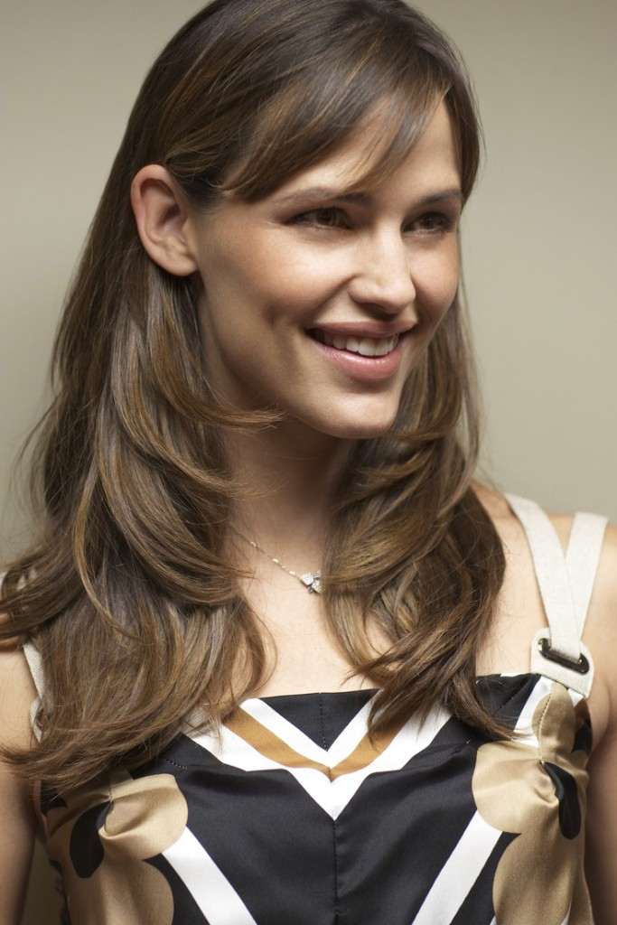 jennifer-garner-hairstyles-with-bangs-14