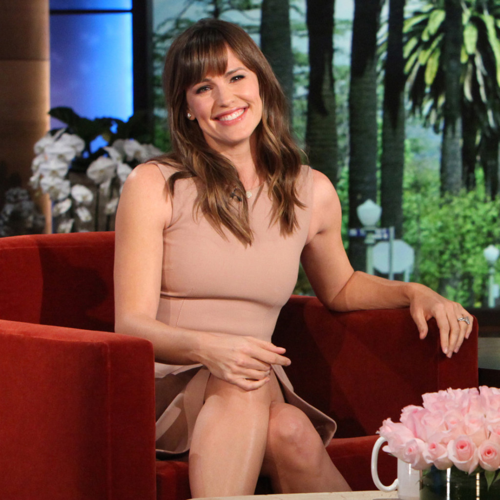 jennifer-garner-hairstyles-with-bangs-16