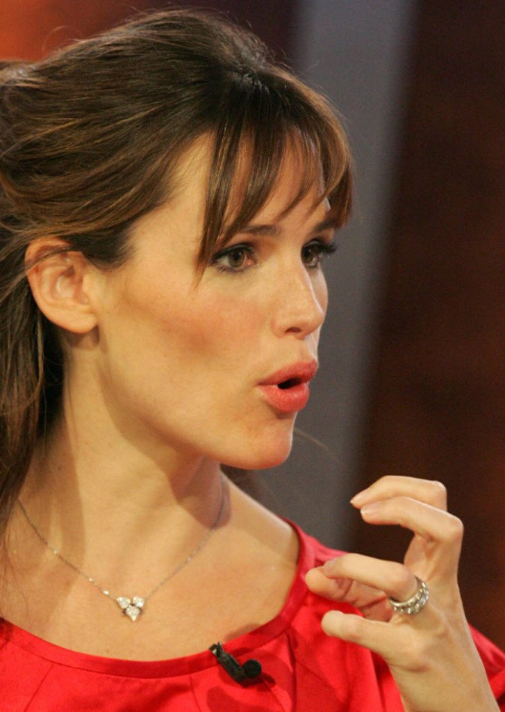 jennifer-garner-hairstyles-with-bangs-17