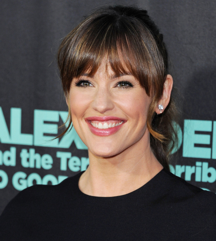 jennifer-garner-hairstyles-with-bangs-18