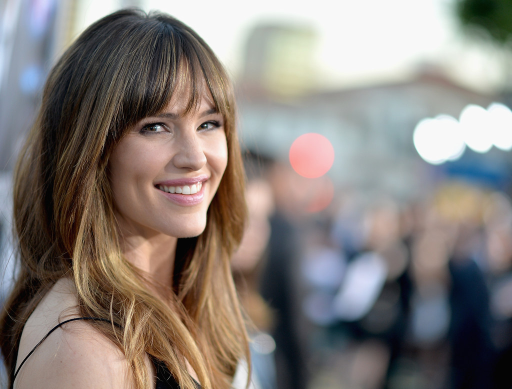 jennifer-garner-hairstyles-with-bangs-21