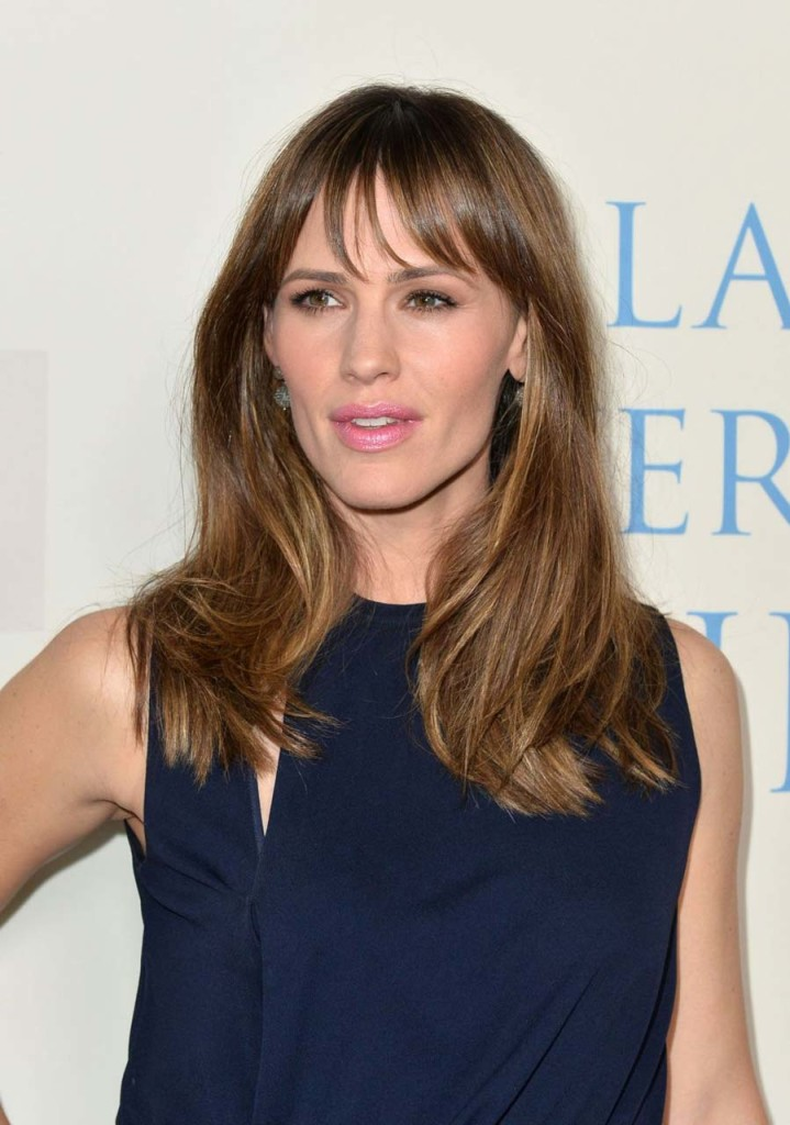 jennifer-garner-hairstyles-with-bangs-22