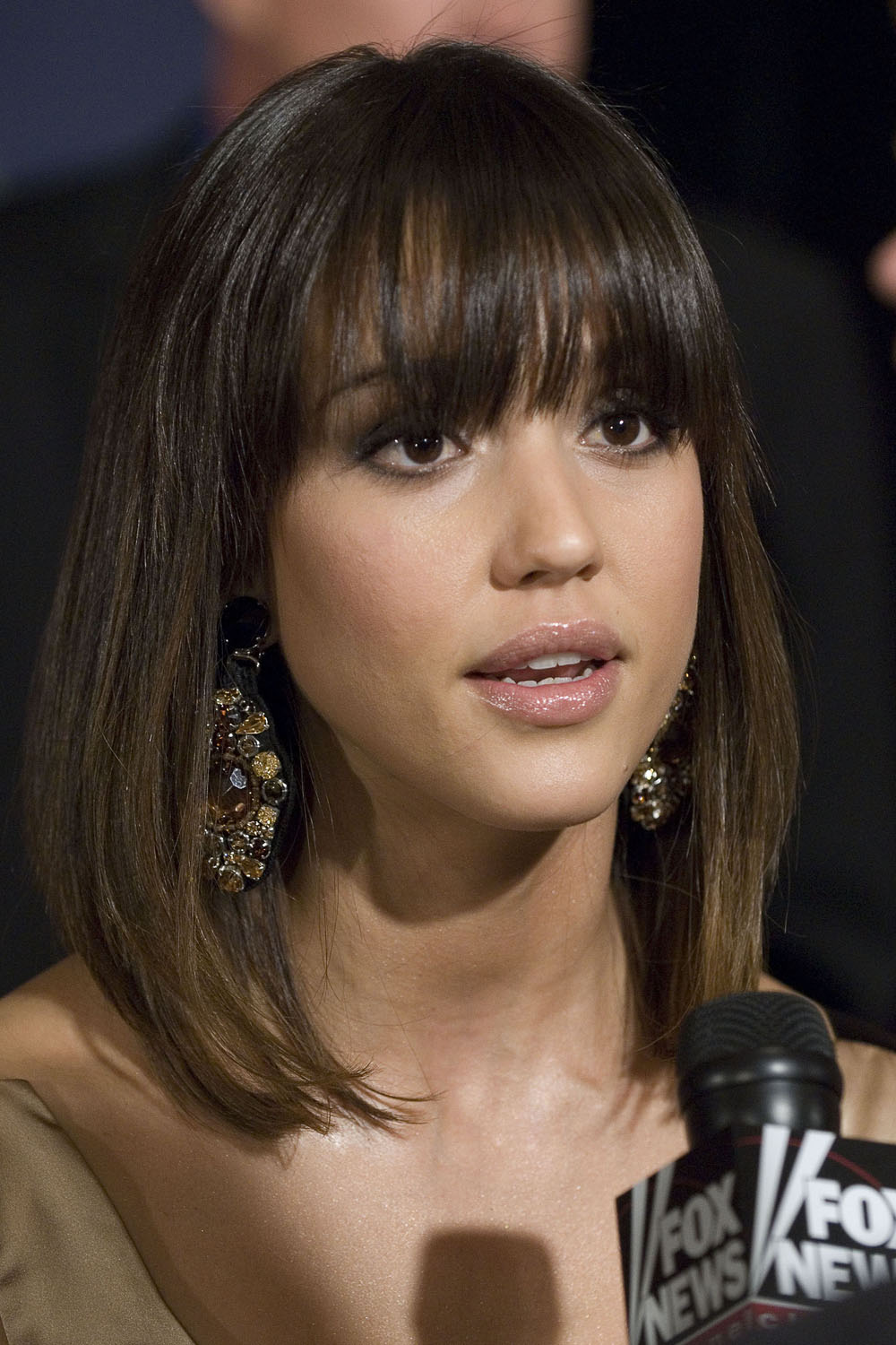 11 Rocking The Jessica Alba Bangs Hairstyles For Woman