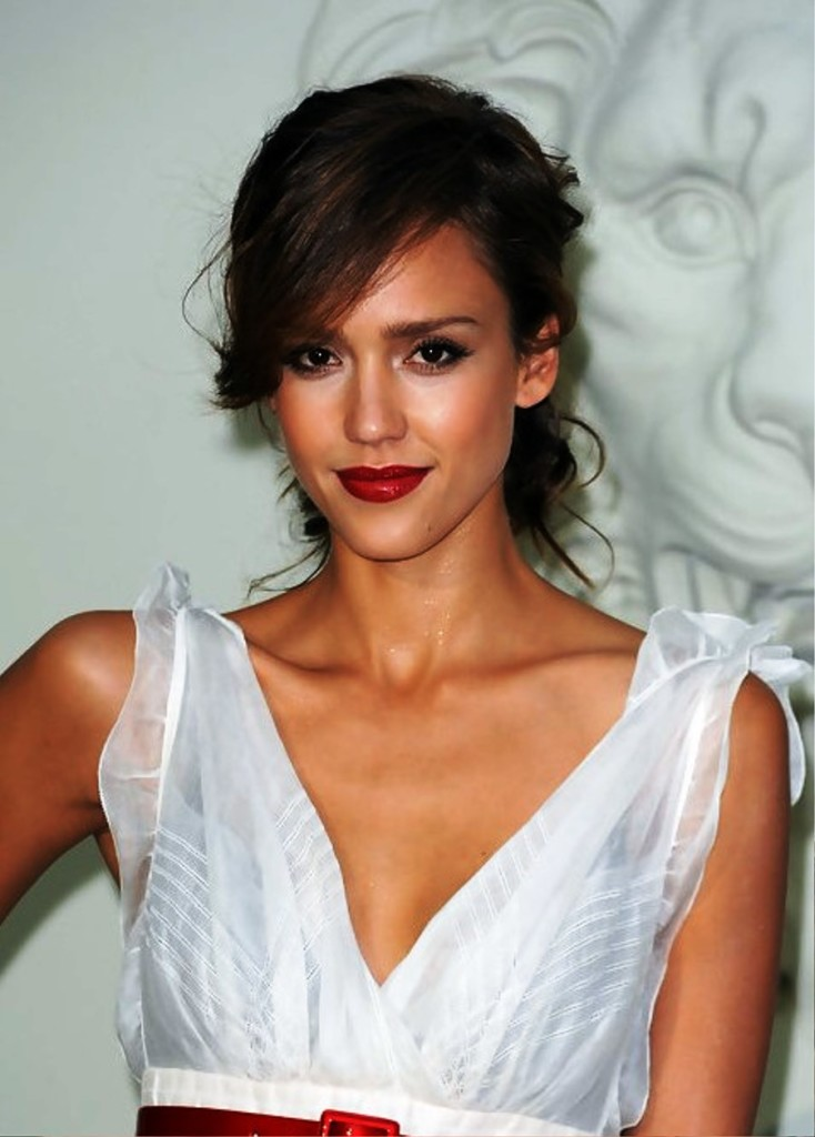 jessica-alba-hairstyles-with-bangs-14