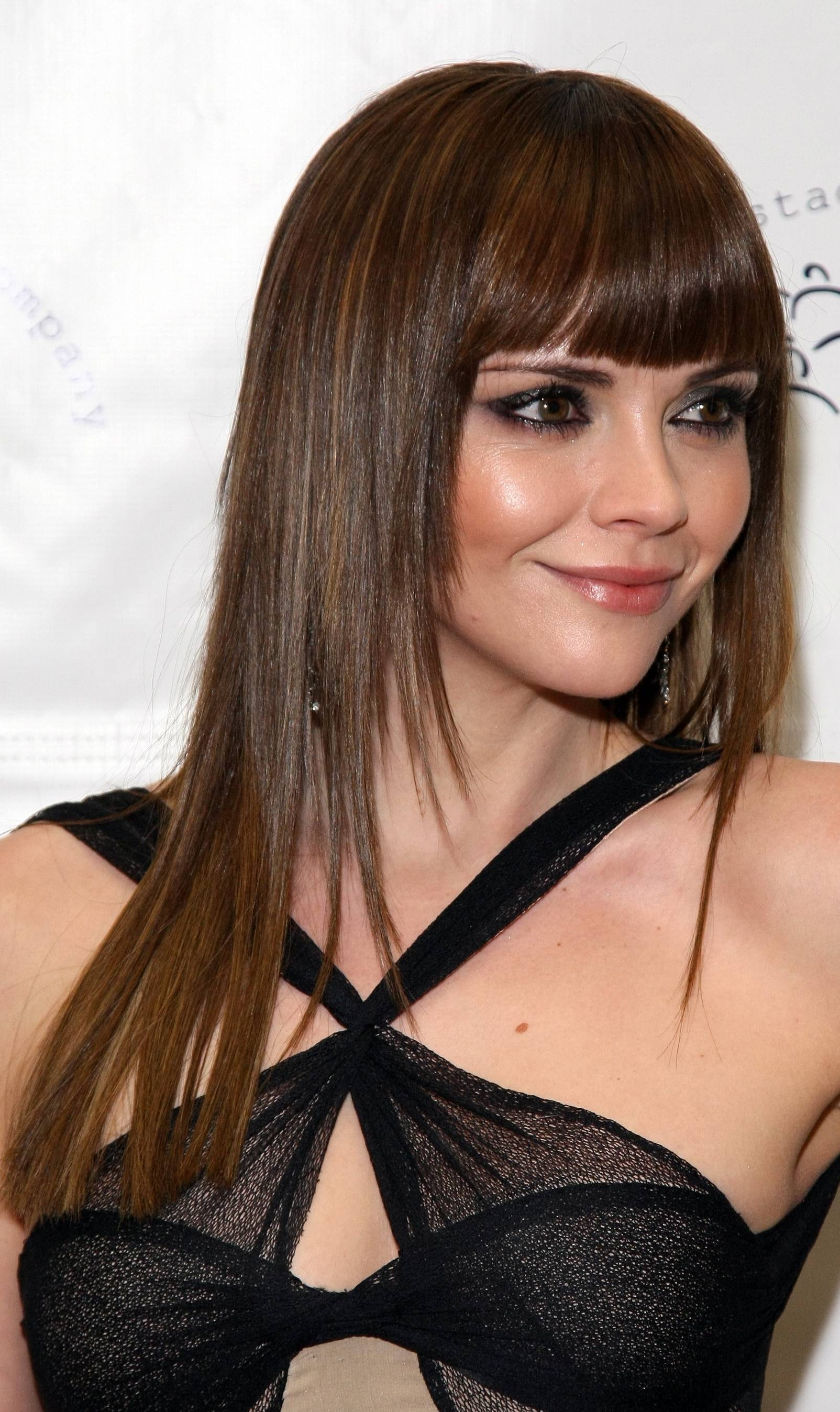10 Standout Hairstyles With Bangs For Long And Layered Hair Round Faces HairStyles Woman
