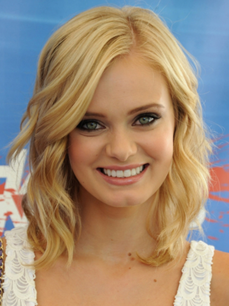 Best Haircuts For Round Face With Wavy Hair | Wavy Haircut