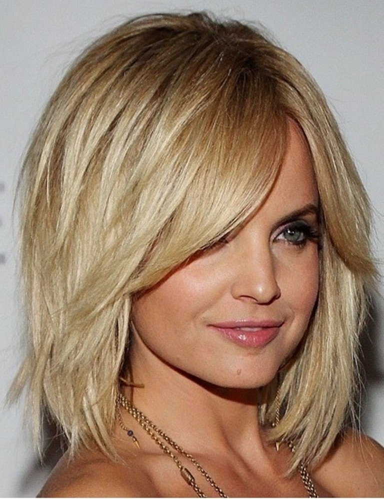 medium hairstyles with bangs for round faces - 17
