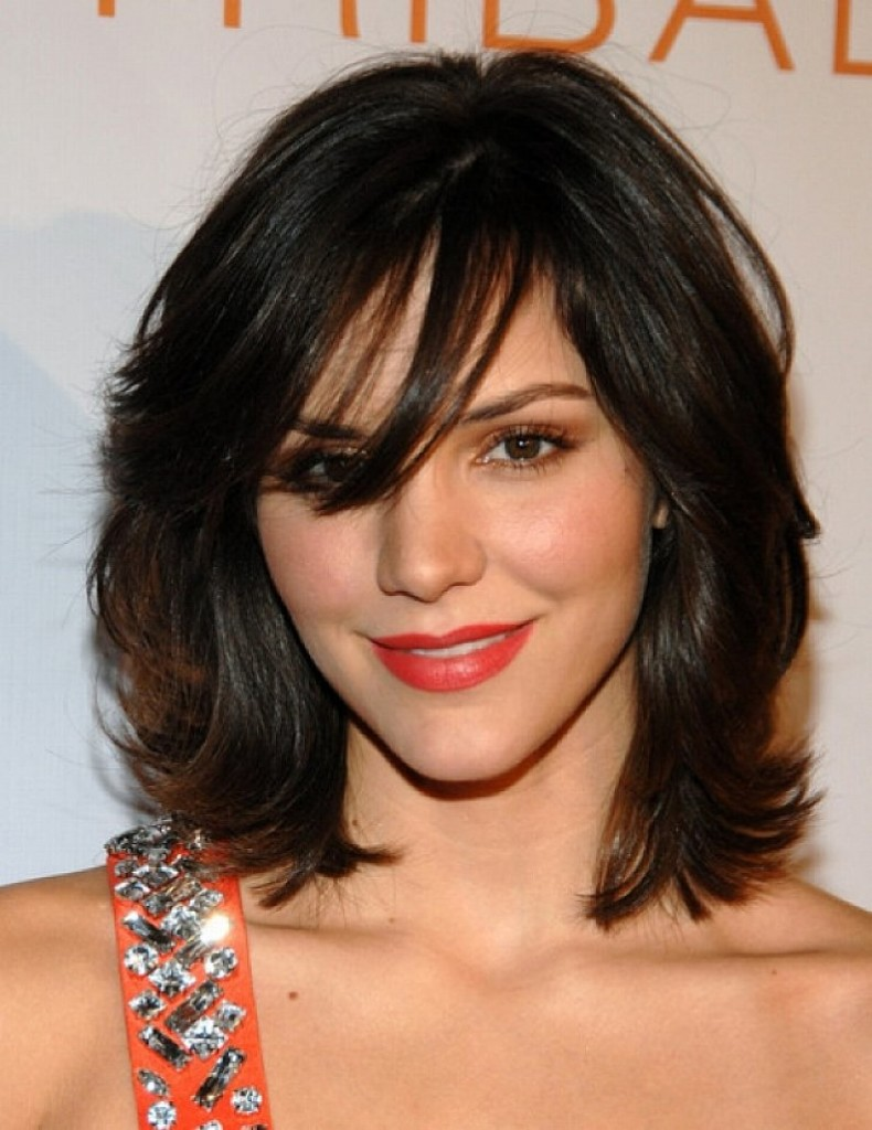 medium hairstyles with bangs for round faces - 19