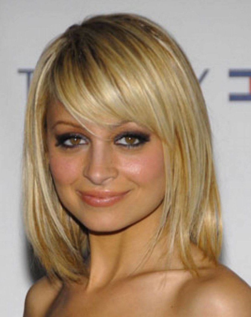 medium straight hairstyles with bangs - 19