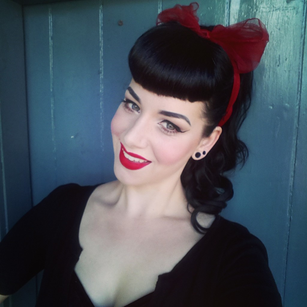 pin-up-hairstyles-with-bangs-19