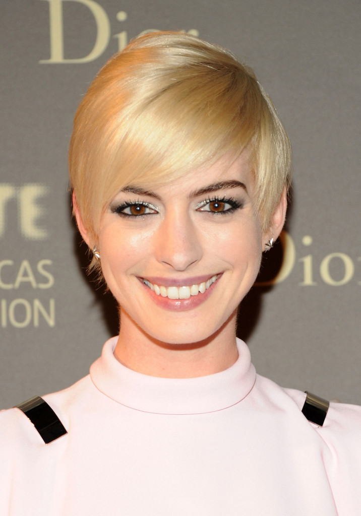short blonde hairstyles with bangs - 11