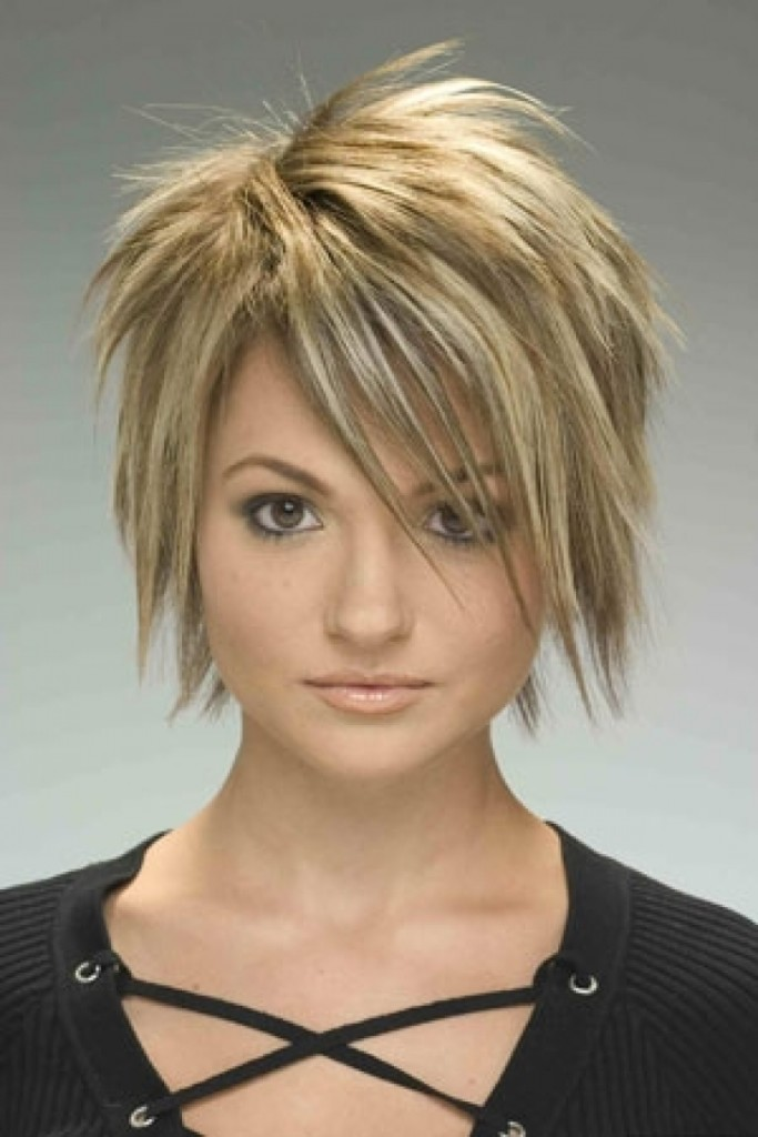 short-choppy-hairstyles-with-bangs-14