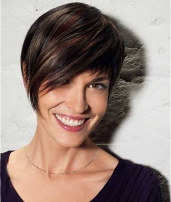 short-hairstyle-with-long-bangs-18