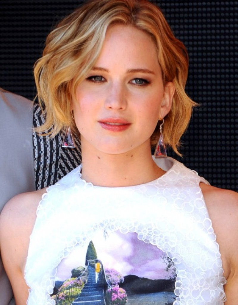 short-hairstyles-for-naturally-wavy-hair-24