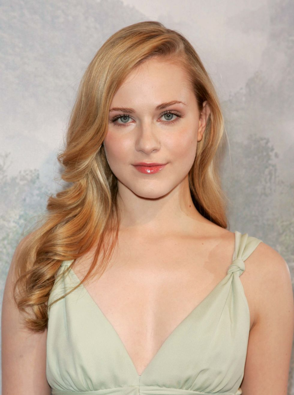 Actresses Under 30 With Blonde Hair