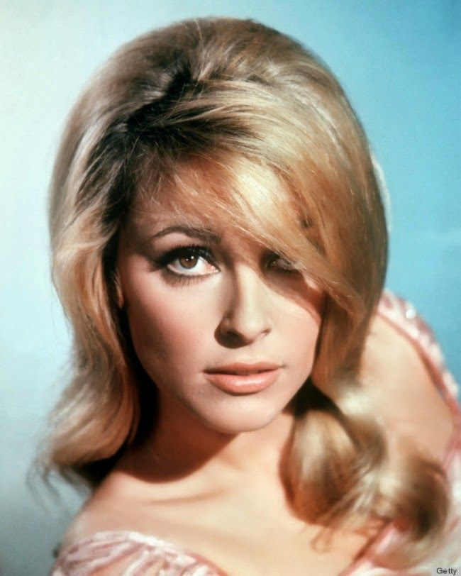 40 Elegant And Fresh Why The 60s Hairstyles Are The Stars When It