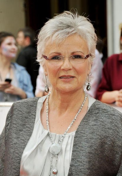 best hairstyles for women over 50 with glasses photo - 6