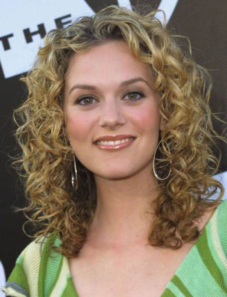 White Women Hair Styles Entrancing 37 Trendy And Cool Curls Hairstyles  Hairstyles For Woman