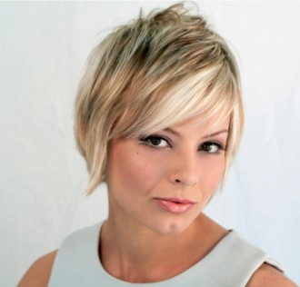 layered medium hairstyles with bangs photo - 2