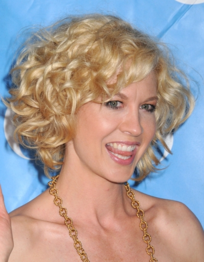 medium curly hairstyles photo - 9