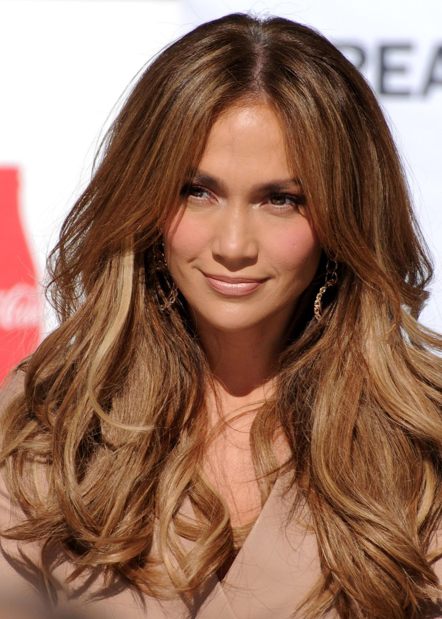 medium hairstyles with bangs and layers photo - 5