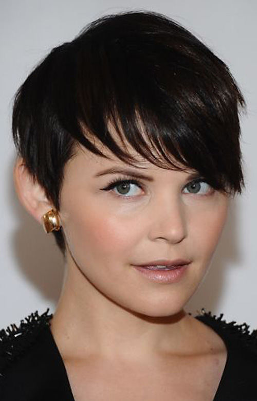 short hairstyle with long bangs photo - 2